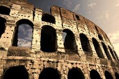 Colosseum in sera in anticipo Immagini Stock Libere da Diritti