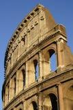 Colosseum si è illuminato dal sole di regolazione Immagine Stock