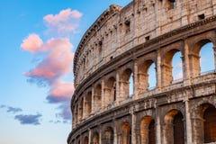 Colosseum am Sonnenuntergang lizenzfreie stockfotos