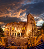 Colosseum tijdens avondtijd, Rome, Italië Stock Afbeelding