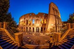 Colosseum tijdens avondtijd, Rome, Italië Stock Foto's