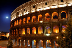 Colosseum und Mond Lizenzfreie Stockfotos
