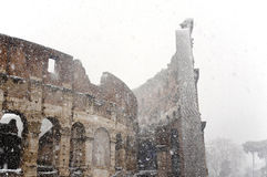Colosseum unter starken Schneefällen Lizenzfreie Stockfotos