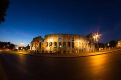 Colosseum vid natt Arkivbild