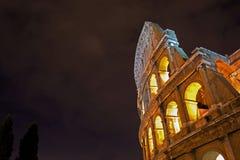 Colosseum vid natt Arkivfoto