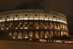 Colosseum vid natt royaltyfri fotografi