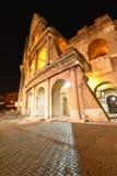 colosseumportlampa förbi rome till in mot Arkivfoto