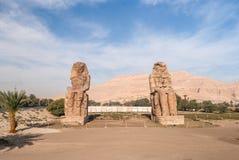 Colossi della seduta di Amenhotep III e dintorni, Luxor, Egitto Fotografia Stock