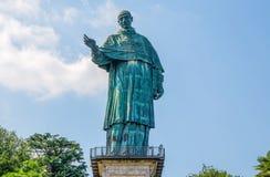 Colosso di San Carlo Borromeo nella città di Arona, provincia di Novara, lago Maggiore, regione piedemontana, Italia immagine stock