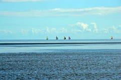 Colouful segelbåtar på Östersjön arkivbilder