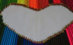 Colour ołówki kłaść out w formie serca jako symbol l Zdjęcie Royalty Free