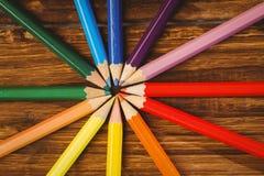 Colour ołówki na biurku w okręgu kształcie Zdjęcia Royalty Free
