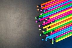 Colour ołówki odizolowywający na czarnym tle fotografia stock