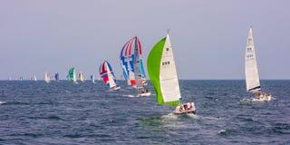 Coloured żeglowanie łodzi Kieler tydzień obraz royalty free