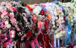 Coloured kapitałki dla włosy i kwiatów dekorować hairstyl Obraz Royalty Free