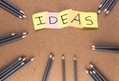 Coloured ołówki z pomysłami pisać na poczta ja zauważa Obraz Stock