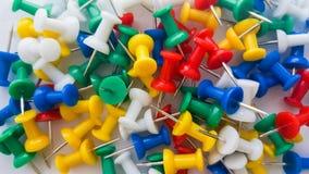 Coloured thumbtacks obraz stock