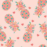 Colourful ananasy z sercami na różowym tle royalty ilustracja