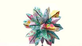 Colourful dekorujący origami przekształcać spiky piłkę ilustracja wektor