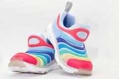 Colourful działający buty na białym tle zdjęcia royalty free