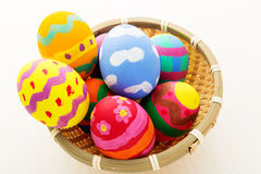 Colourful easter egg in wicker basket Royalty Free Stock Photos