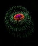 Colourful fajerwerki w Valletta, Malta, fajerwerku festiwal 2015 w Malta, fajerwerki w Valletta odizolowywali w ciemnym tle z t Zdjęcie Royalty Free