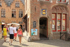 Colourful fasada Czekolada sklep Bruges Belgia Zdjęcie Royalty Free