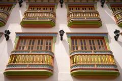 Colourful kolonialni balkony w Guatape obraz stock