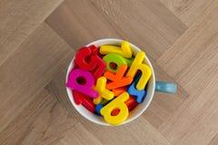 Colourful literowanie w filiżance zdjęcia royalty free