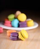 Colourful macarons lub macaroons Zdjęcia Royalty Free