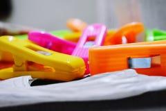 Colourful płótno klamerki obraz stock