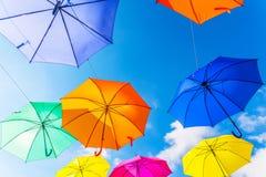 Colourful parasoli miastowa uliczna dekoracja Wiszący kolorowy um Obrazy Royalty Free