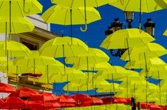Colourful parasoli miastowa uliczna dekoracja Wiszący kolorowy um Zdjęcia Royalty Free