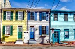 Colourful rzędów domy i - niebieskie niebo fotografia stock