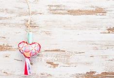 Colourful serce na retro rocznika drewnianym tle Fotografia Stock