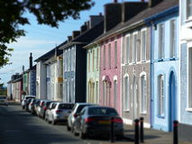 Colourful starzy domy w Aberaeron ulicie Walia obraz stock
