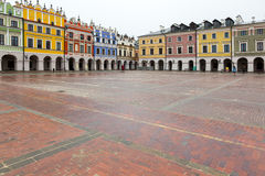 Colourful tenement houses on empty market square in Zamosc, Pola Stock Photos