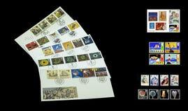 Colourful znaczki pocztowi i pierwszy dzień pokrywy obraz stock