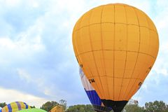 Colourfull-Ballone im Himmel Lizenzfreie Stockfotos