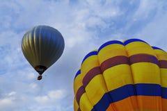 Colourfull-Ballone im Himmel Lizenzfreie Stockbilder