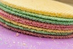 Colourfull se enrolla en el escritorio púrpura Fondo abstracto Textured Cierre para arriba Foto de archivo