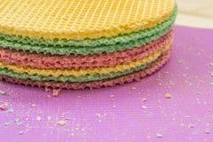 Colourfull se enrolla en el escritorio púrpura Fondo abstracto Textured Cierre para arriba Fotografía de archivo