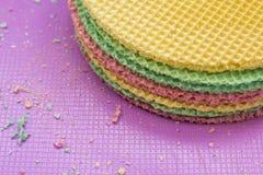 Colourfull se enrolla en el escritorio púrpura Fondo abstracto Textured Cierre para arriba Fotos de archivo