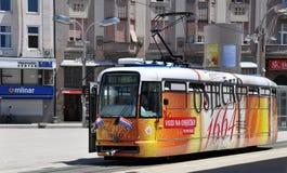 Colourfull spårvagn i Osijek, Kroatien Arkivfoto