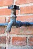 Colpetto dell'acqua corrente Fotografie Stock Libere da Diritti