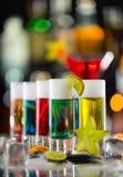 Colpi alcolici colorati sul contatore della barra Immagine Stock Libera da Diritti