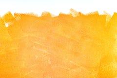 Colpi arancio del rullo di pittura acrilica su bianco fotografie stock libere da diritti