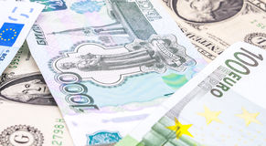 Colpi del primo piano nell'euro dei soldi dell'obiettivo macro, dollaro, banconota della rublo Fotografia Stock