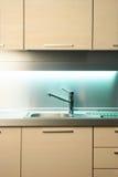 Colpisca in cucina moderna Fotografia Stock