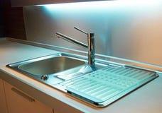 Colpisca in cucina moderna Fotografia Stock Libera da Diritti